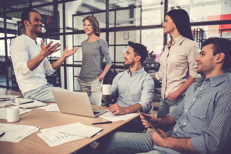 Prosto delovno mesto - Finančni analitik